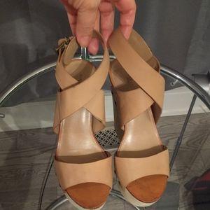 Beige sandals by BCBGMAXAZARIA runway 🌸🌺👠
